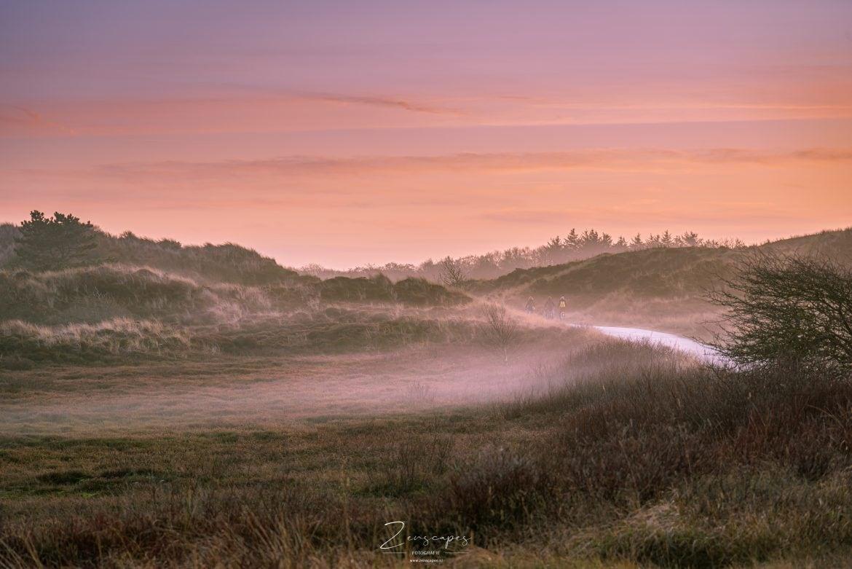 Terschelling - Fietspad in de mist bij Midsland aan Zee