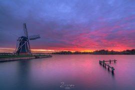 Molen De Helper aan het Paterswoldsemeer bij Groningen - Kleurrijke zonsondergang